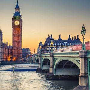 Marea Britanie și Nestematele Coroanei