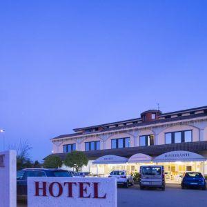 Hotel Ristorante Continental sau similar