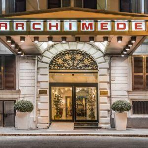 Hotel Archimede sau similar