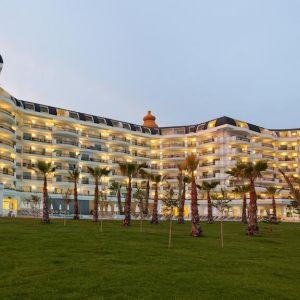 Hotel Heaven Beach Resort and Spa