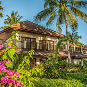 Hotel Breezes Beach Club and Spa